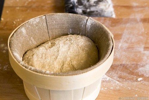 Il pane messo a lievitare nei cestini da lievitazione