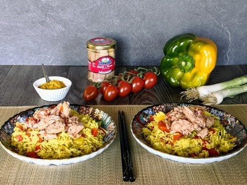 Riso basmati al curry con tonno e peperoni