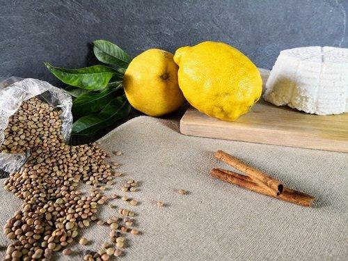 Gli ingredienti del ripieno della Crostata di ricotta e lenticchie