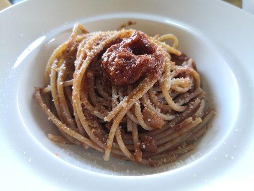 Gli spaghetti all'amatriciana pronti per essere gustati
