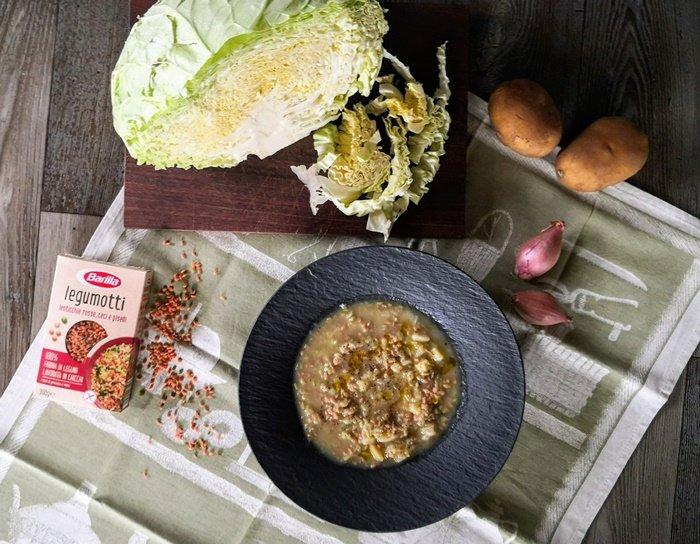 Zuppa di cavoli, patate e scalogno