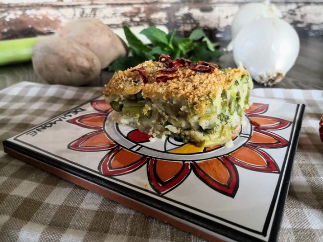 Il polpettone con asparagi senza formaggio pronto per essere gustato