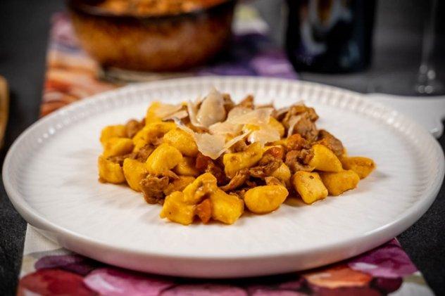 gnocchetti con ragù di lepre e lamelle di Parmigiano Reggiano 40 mesi